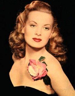 Maureen O'Hara: Flowers Pin, Vintage Hairstyles, Vintage Accessories, Movie Stars, Maureen O' Hara, Redheads, Red Head, Maureen Ohara, Actresses