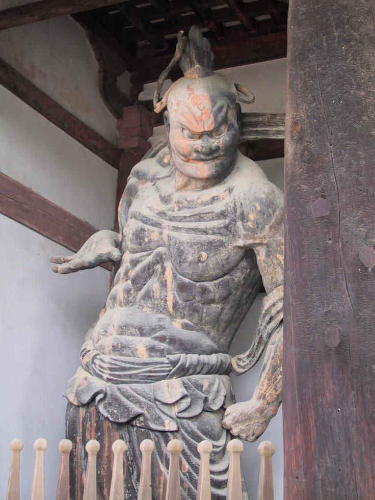 die besten 25 horyuji tempel ideen auf pinterest guanyin buddha figuren bedeutung und. Black Bedroom Furniture Sets. Home Design Ideas