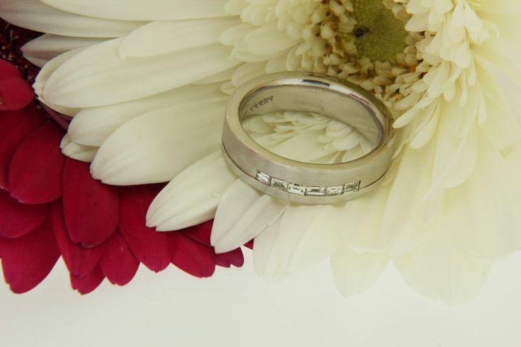 18ct white gold #diamond #wedding #ring #love #diamondsinternational #weddingring #diamond