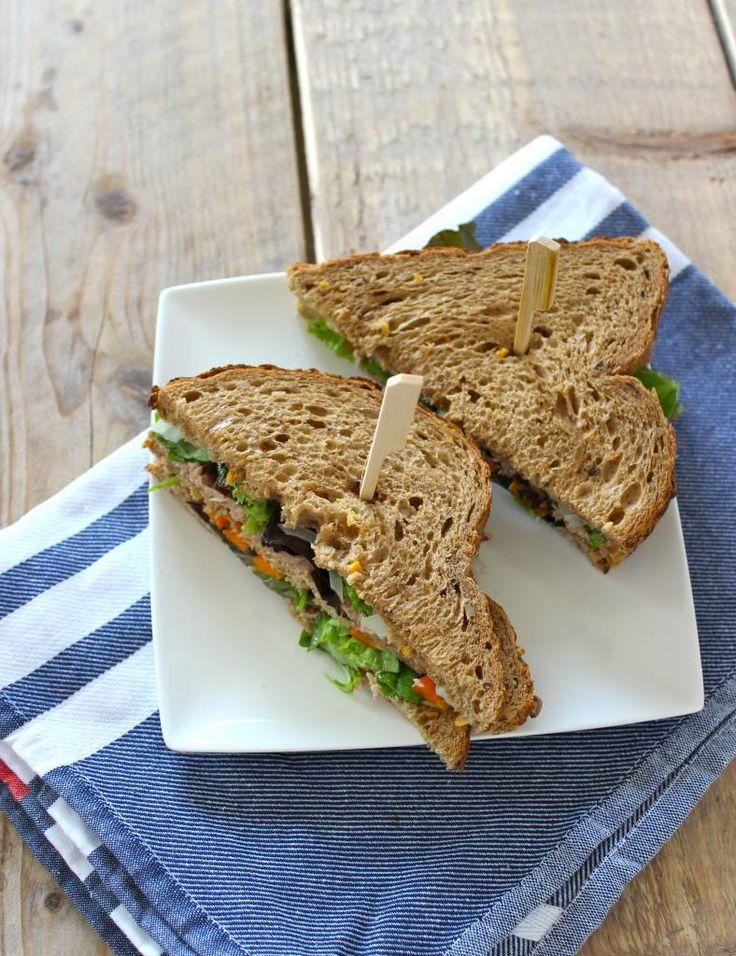 Sandwich met tonijn, paprika en rucola - Lekker en Simpel