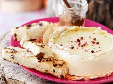 Camembert met honing en zoete soldaatjes (Libelle Lekker!)