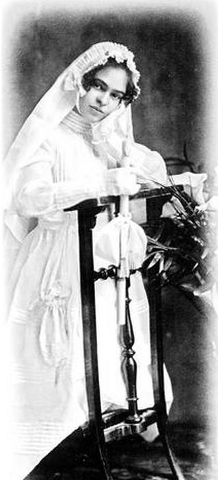 Frida Kahlo the day of her First Communion, 1920, Photo: File Isolda P. Kahlo.