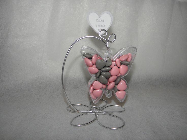 Papillon à dragées plexi avec support fil aluminium fleur gris pour baptême SANS DRAGEES