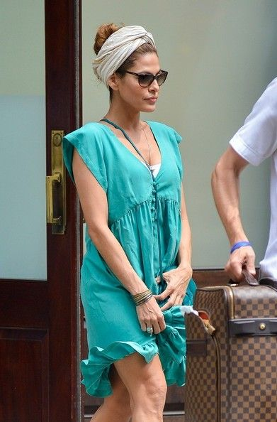 Eva Mendes - Eva Mendes Leaves Her NYC Hotel
