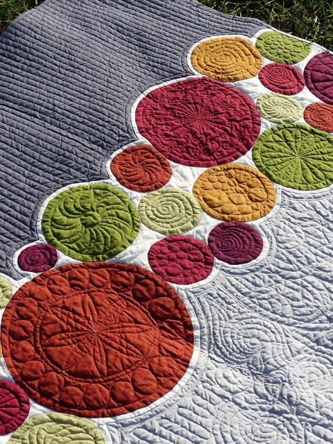 Quilt Matters: TGIFF! - Bubbles for Malcolm I love the idea of letting a border of circles be the focus of a quilt Of course the expanse of the solid can be done in a large bold print, with the circles done in coordinating solids !
