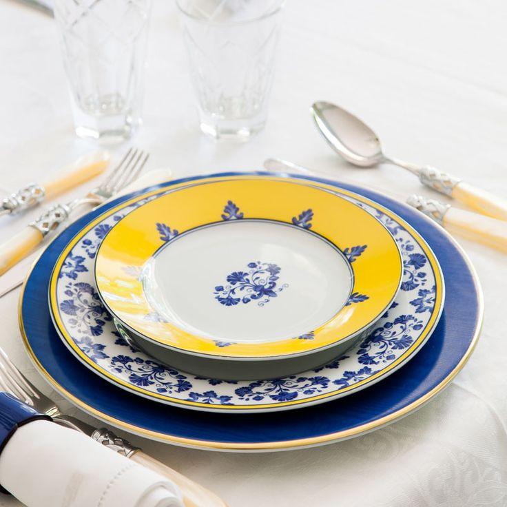 Conjunto com 6 pratos rasos e 6 pratos de sobremesa modelo Castelo Branco. Porcelana Portuguesa Vista Alegre.