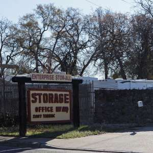 Abuse investigation leads to 2 dead children in storage unit  http://a.msn.com/r/2/BBnA64x