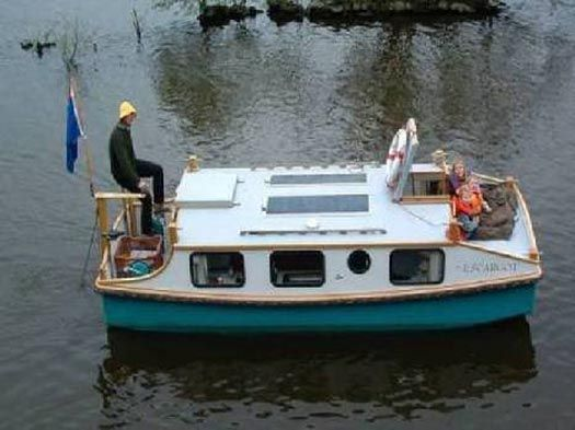 PEDAL POWERED SHANTY BOAT  -  The 18'6″ x 6′ Escargot is a pedal-powered boat designed by Phil Thiel. I absolutely love the idea of this small, easy-to-build shanty boat as a house.