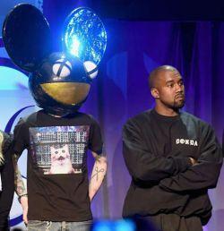 Deadmau5 critica Kanye West pelo aparente uso de software pirata de produção musical #Campanha, #Cantor, #Clipe, #Dj, #M, #Música, #Musical, #Noticias, #Pirata, #Popzone, #Programa, #Rapper, #Twitter http://popzone.tv/2016/03/deadmau5-critica-kanye-west-pelo-aparente-uso-de-software-pirata-de-producao-musical.html