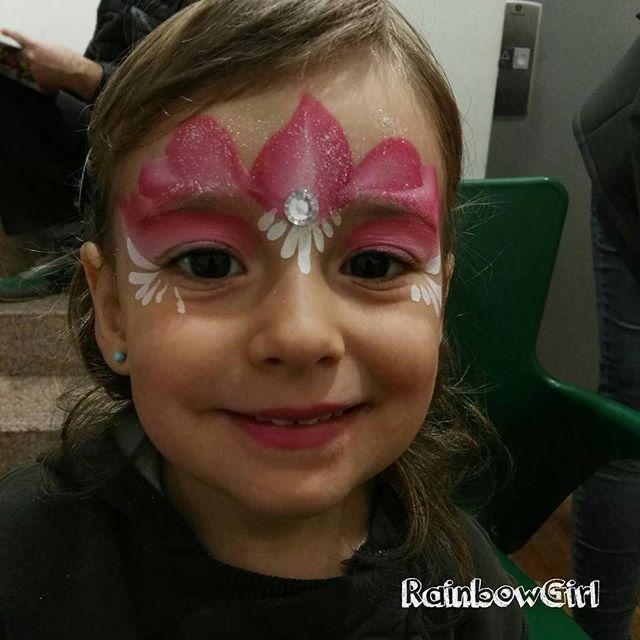 Preciosa princesita pintada hoy en el festival de @tictactoe_premia en Premià de Mar. Un placer pintar a estos peques! 😍🌈🎨 . . . #rainbowgirlbcn #maquillajefantasia #pintacaras #facepainting #princess #pink #kids #barcelona #premiademar #ripollet