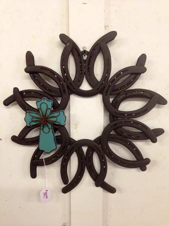 Horse shoe art wreath the image kid has it for Shoe sculpture ideas