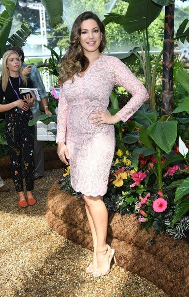 Kelly Brook Lace Dress - Kelly Brook slipped into a curve-flaunting pink lace frock for the RHS Hampton Court Flower Show.