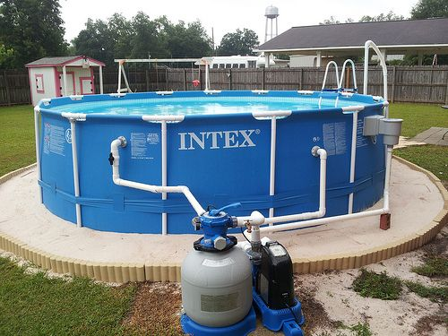 Landscaping around base of intex ultra frame pools page for Ideas para piscinas intex