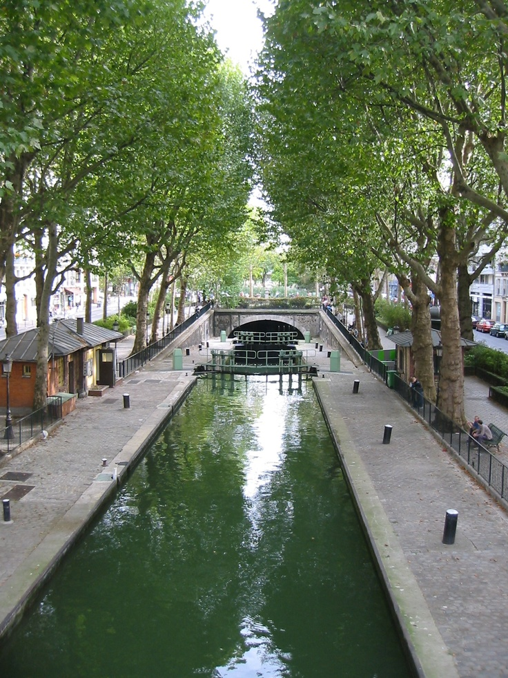 canal saint martin is a 4 5 km long canal in paris paris street view pinterest shops. Black Bedroom Furniture Sets. Home Design Ideas