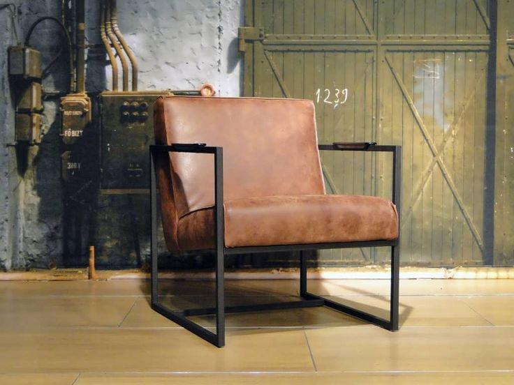 Stoere industriele fauteuil bekleed met ongecorrigeerd doorgekleurd runderleer. Leverbaar in diverse kleuren. Het onderstel is leverbaar in RVS of zwart staal.
