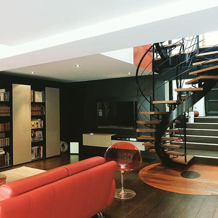 «Réalisation et rénovation pour un de nos clients sur #bordeaux agencement de bibliothèque, living et décoration.  Work in progress... #bordeauxmaville…»