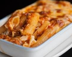 Pennes au thon, sauce au yaourt et tomate : http://www.cuisineaz.com/recettes/pennes-au-thon-sauce-au-yaourt-et-tomate-11888.aspx