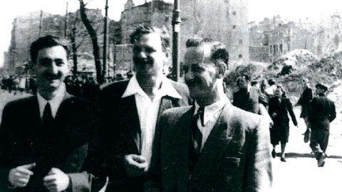 Marek Edelman, Icchak Cukierman i Stefan Grajek, Warszawa ok. 1945–1946 r. / Fot. Odbitka w archiwum ŻIH