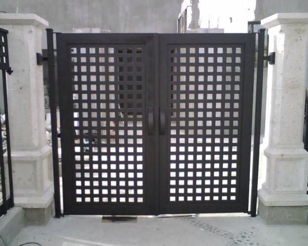 Pin herreria moderna puerta graffiti on pinterest for Puerta herreria moderna