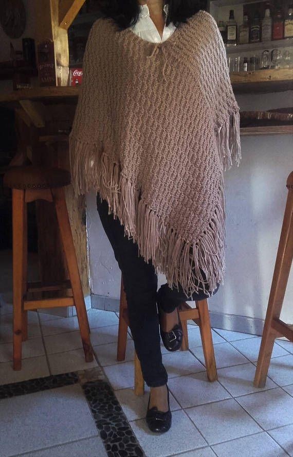 Poncho  châle   fait main au tricot