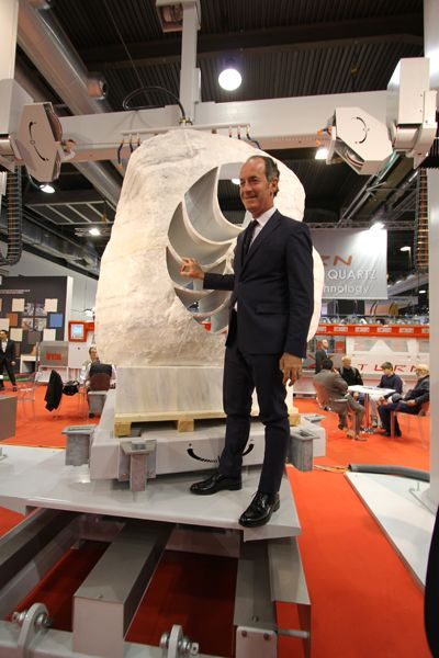 Mr. Luca Zaia, President of #Veneto region (Italy) in front of the sculpture
