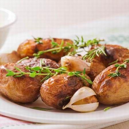 Egy finom Kakukkfüves burgonya ebédre vagy vacsorára? Kakukkfüves burgonya Receptek a Mindmegette.hu Recept gyűjteményében!