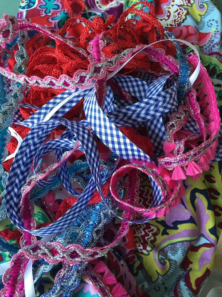 A lot of ribbons to choose.... www.mayook.nl