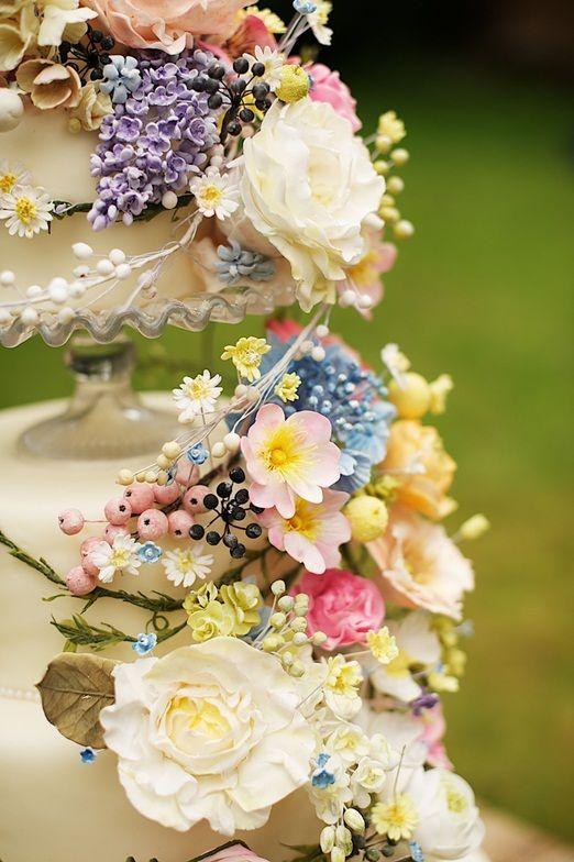 Amazing sugar flower decorations: Amy Swann wildflower wedding cake