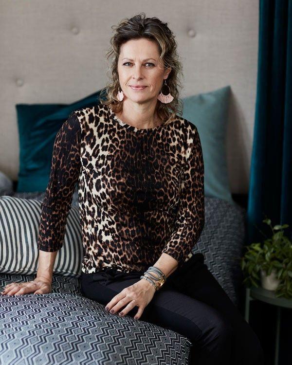 Med EASY mønsteret, Alva, kan du nemt lave en skøn bluse til både hverdag og fest.