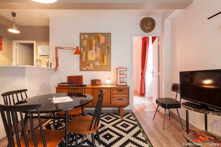 Meubles rétros, touches de couleur orange pour cet appartement à l'esprit rétro très 70's !