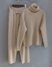2017 Corrieron Chándales Primavera Nueva Cachemira de Las Mujeres Dos Conjuntos De Suéter de Lana de cuello Alto de color Caqui + Traje de Pantalones casuales(China (Mainland))
