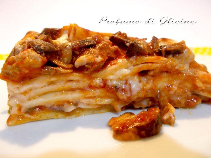 Lasagne pasticciate ai funghi, una ricetta senza dubbio più semplice e veloce della classica lasagna al ragù, anche un tantino più leggera ma non per questo meno appetitosa.