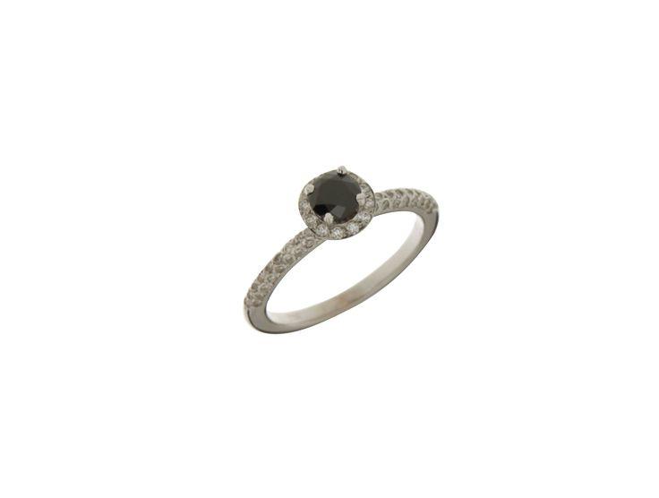 Δαχτυλίδι Μονόπετρο λευκόχρυσο 18Κ με μαύρο διαμάντι και γύρω λευκά 32916