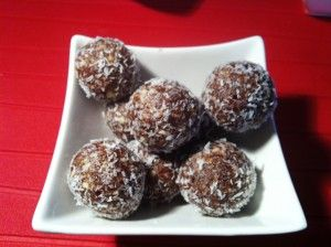 Bliss Balls (Thermomix) 270g dried pitted dates 75g walnuts 40g almonds 1 tablespoon cocoa powder 1 teaspoon vanilla bean paste chia seeds and desiccated coconut for dusting