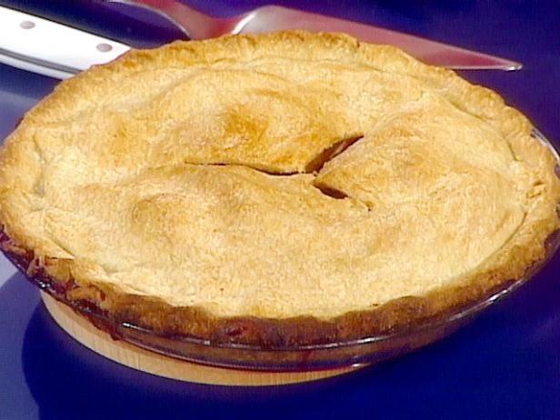 Закрытый персиково-черничный пирог