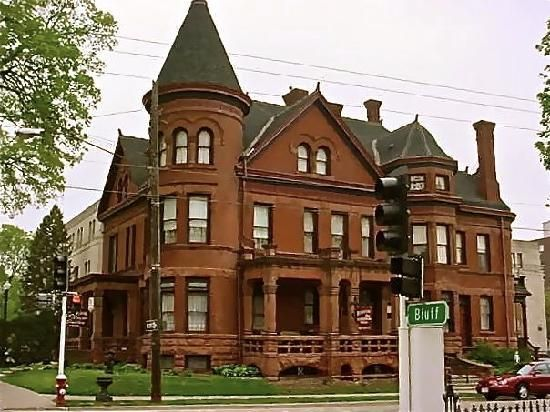 Redstone Bed And Breakfast Dubuque