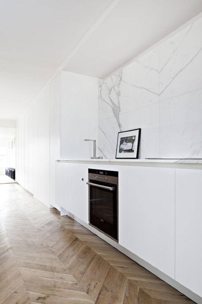 White minimalist kitchen in Paris / Minialistyczna biała kuchnia w Paryżu     #interiors #minimalism