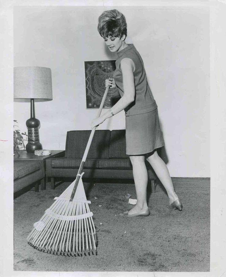 """ 1968 garden rake clean rugs press photo """