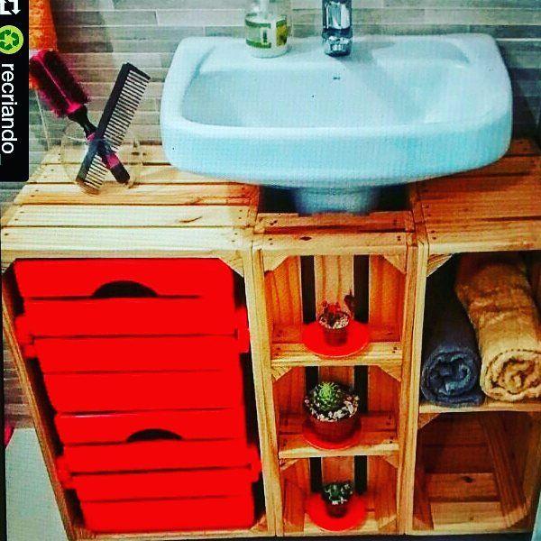 Mais uma ideia criativa e cheia de charme. #banheiro #movel #armariolavabo…