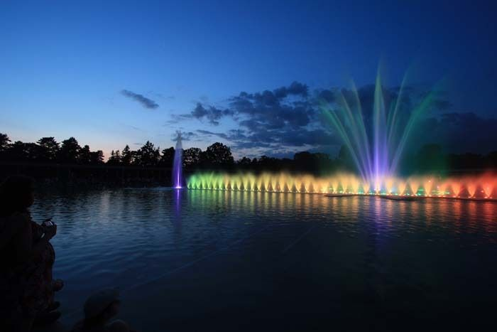 La fontaine de Wroclaw, située de vant la Halle, est une des plus grande d'Europe - Photo © Anne Grkl - Flickr.com #Pologne