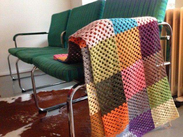 Håndarbeiden » Hekleteppe av restegarnsmykker - armbånd - jewelry - bracelet - handmadeing - crochet - yarn - garn - ull - teppe -