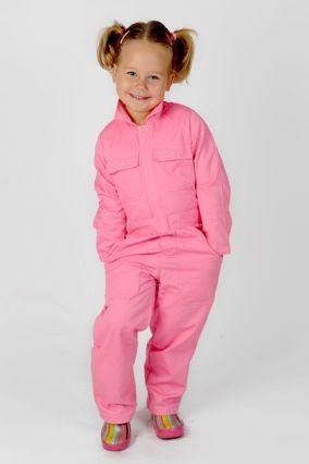 Chickadees presenteert: roze & groene kinderoveralls. Ideaal om lekker mee buiten te spelen en goed vies te worden!