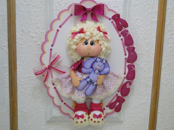 Linda Guirlanda para porta de maternidade ou porta de Quarto  Feita em eva, fitas de cetim e lã.  Muito linda para decoração.
