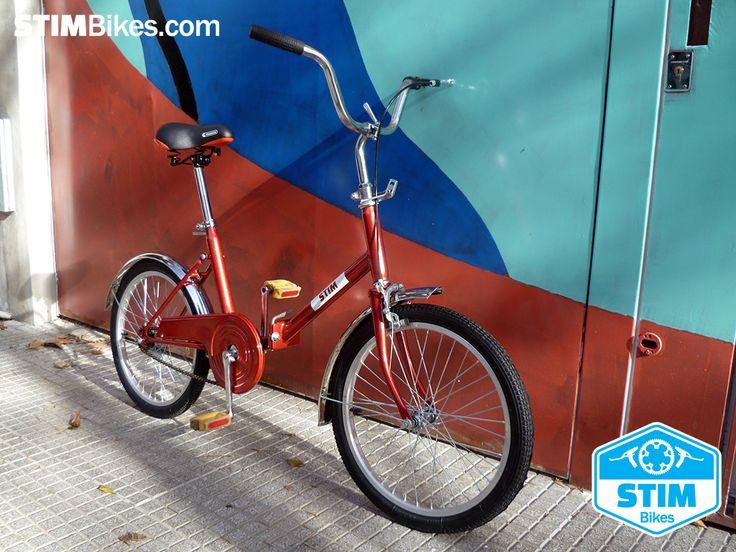 """Antigua y restaurada bicicleta plegable color Rojo Brillante, rodado 20. Todos componentes nuevos. // Old renovated Bright Red folding bike, 28"""" wheelset. All new components."""