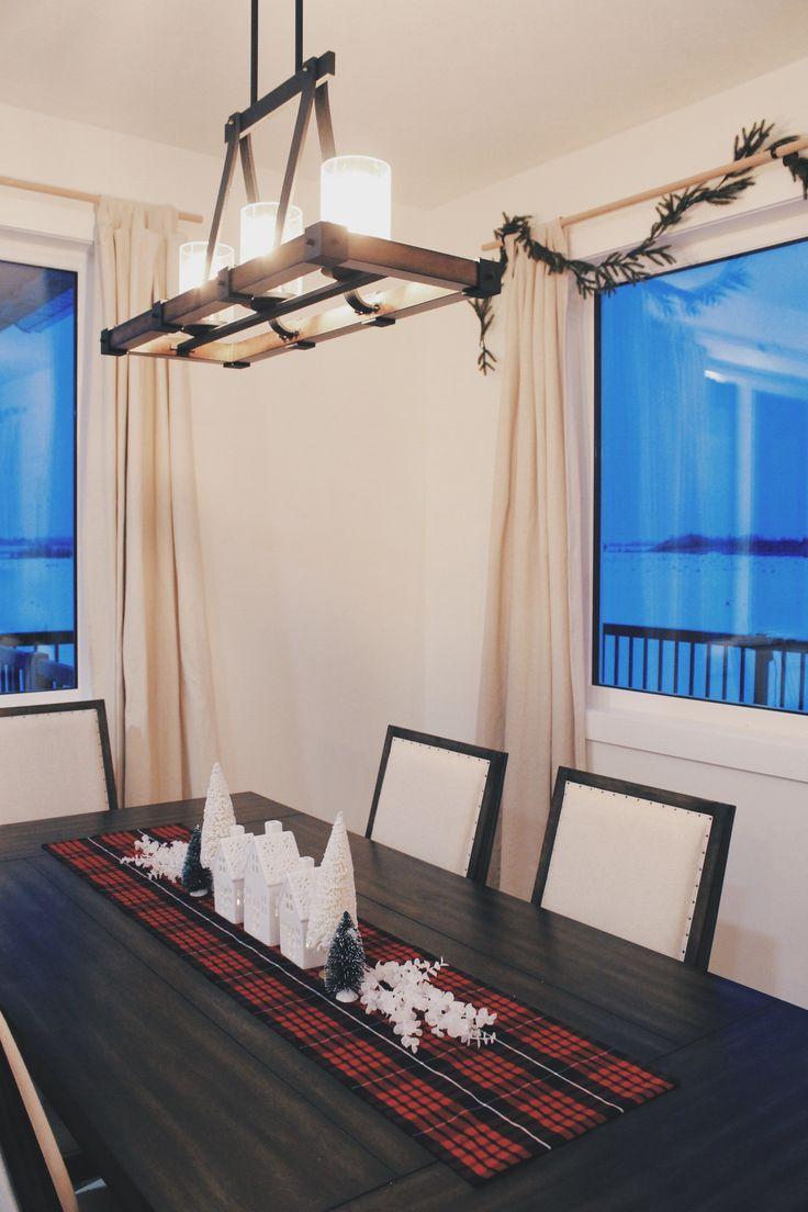 Christmas Dining Room Decor on the Spruce & Linen Blog.