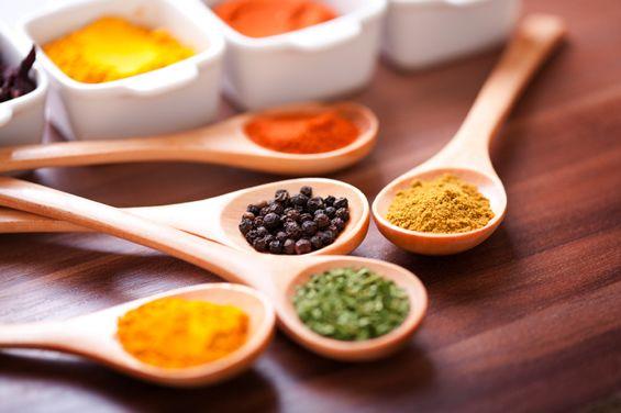 Cuida tu corazón reduciendo el consumo de sal, en su lugar utilizar otras especias como tomillo, perejil o ajo #especias