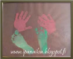askartelua: äitienpäivä, kädenjälki, jalanjälki crafts: Mother's Day, handprint, footprint hantverk: mors dag, handavtryck, fotspår http://ipanaaskartelua.blogspot.fi/2010/05/taulu.html