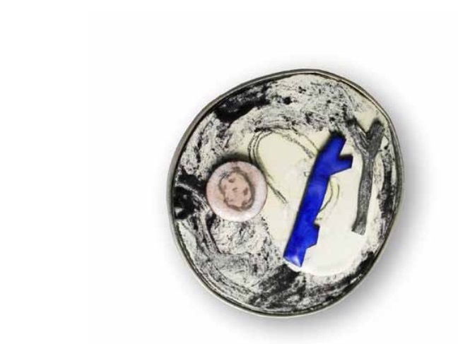 "Fatima Tocornal  - broche cobre, acero, esmalte, alpaca - EXPO ""on ets?"" -"