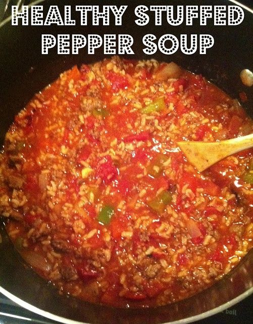Healthy stuffed pepper soup! So good for the winter months and helping you stick to your New Year's resolutions! Click through for recipe.