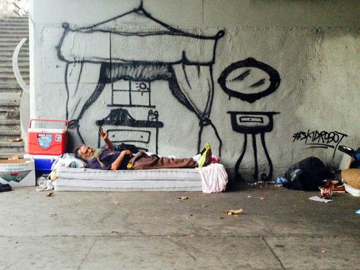 Pour sensibiliser les gens au problème de la pauvreté dans les rues de Los Angeles, le street artist américain Skidrobot a décidé d'aller à la rencontre des sans-abris, et de matérialiser leurs rêves et leurs espoirs avec quelques traits de peinture… Un projet très touchant.
